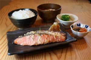 銀鮭の三五八漬け焼き膳